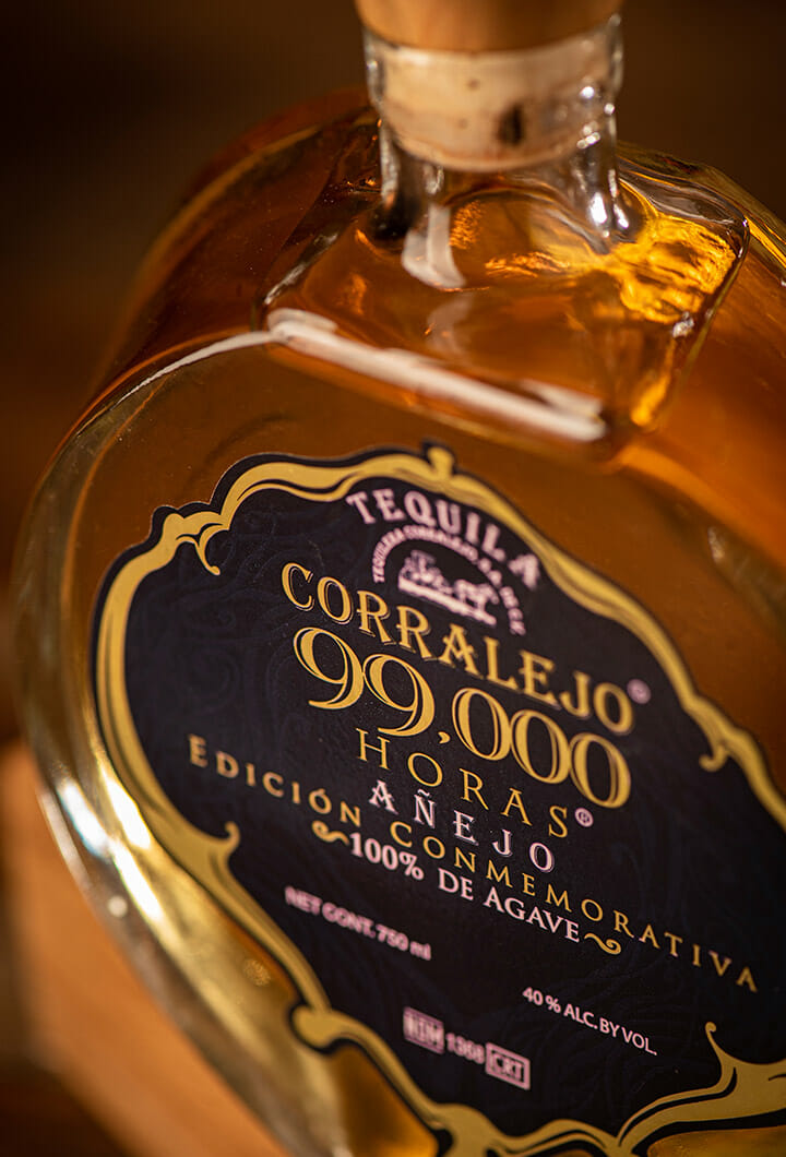 close up of the 99,000 horas bottle